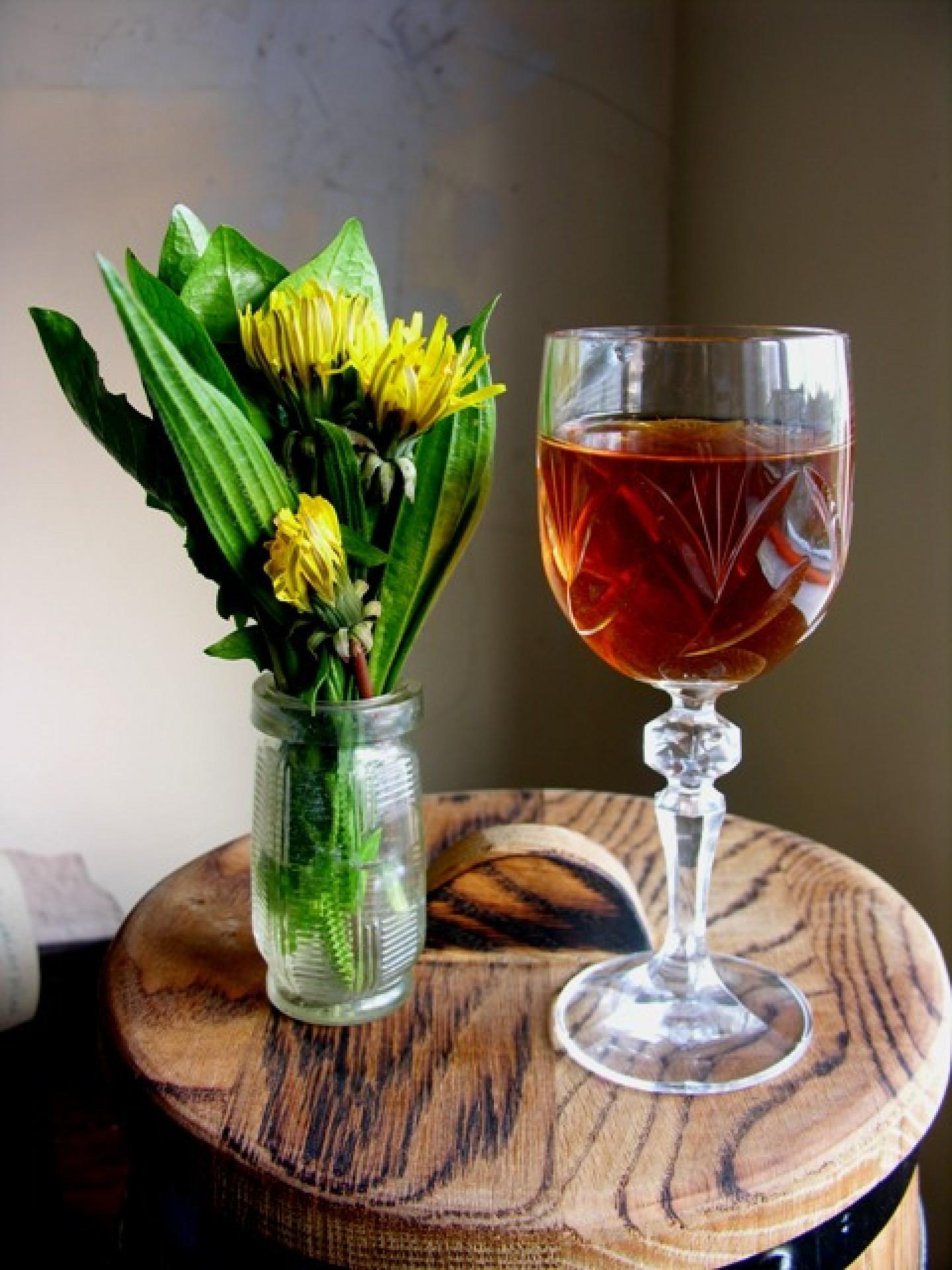 dandelion wine with dandelion posy